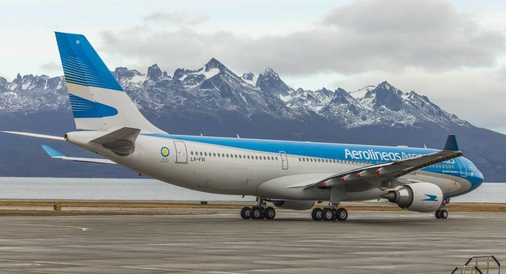 """Gobierno desmintió haber limitado vuelos de Aerolíneas, que ahora entró en reprogramación de vuelos """"sobrevendidos"""""""