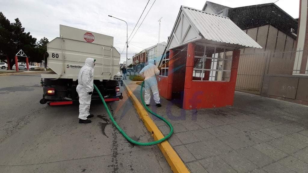 Municipio y Santa Elena comenzaron a desinfectar garitas de colectivos