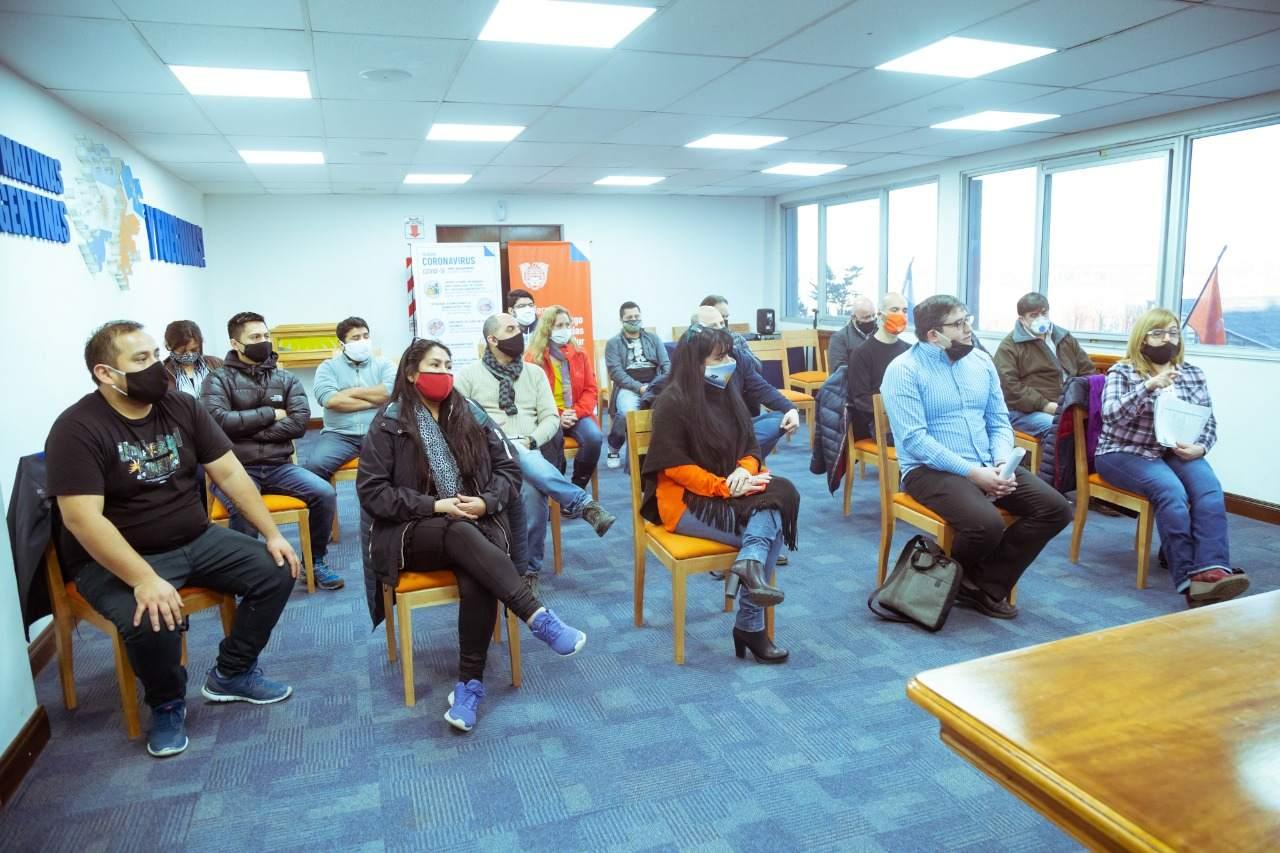 Melella dialogó con trabajadores de Ambassador Fueguina que reclaman parcialidad en las convocatorias de trabajo