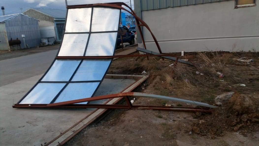 Más de 40 intervenciones realizó Defensa Civil Municipal por los fuertes vientos