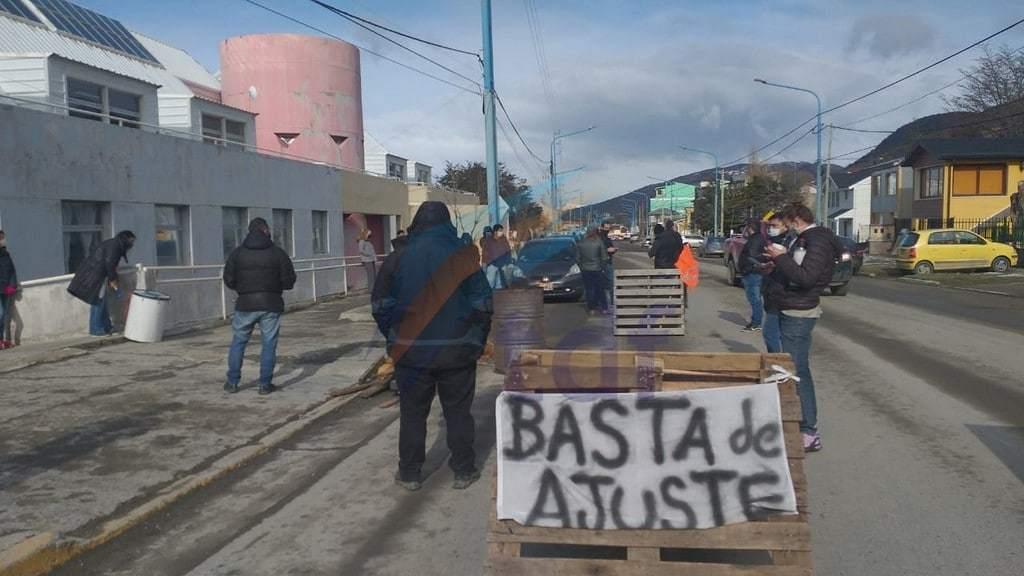 """Trabajadores de la Caja de Previsión Social vuelven a manifestarse por salarios """"congelados hace año y medio"""""""