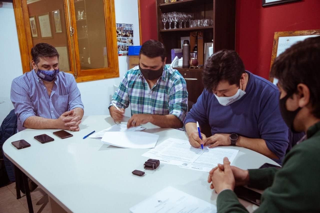 Acuerdan trabajo conjunto para el control del uso racional del agua potable en Tolhuin