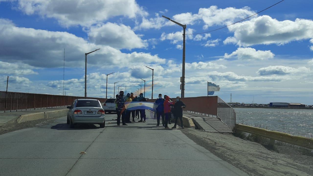 Movida política interrumpe el tránsito en el Puente Mosconi y provoca descontento y malestar en los conductores