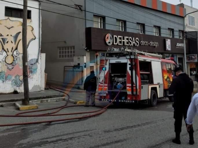 Incendio en corralón céntrico de Río Grande