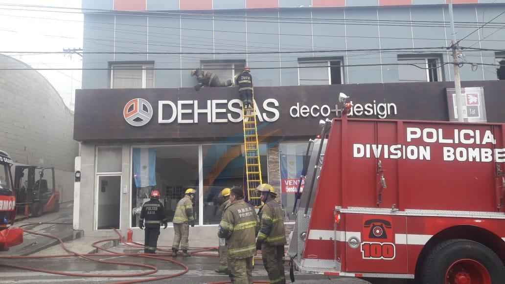 Trabajaron con una pistola de calor en el techo del local antes que se desatara el incendio céntrico de ayer