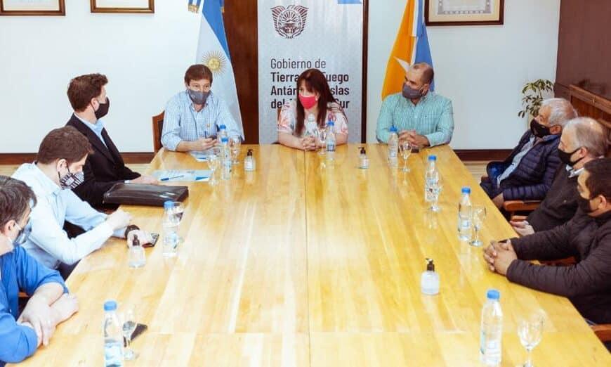 Melella firmó el contrato de la obra de interconexión de los gasoductos Fueguino y San Martín
