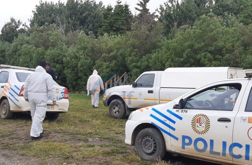 Investigan muerte de un peón de 20 años que apareció ahorcado en un árbol de la estancia María Behety