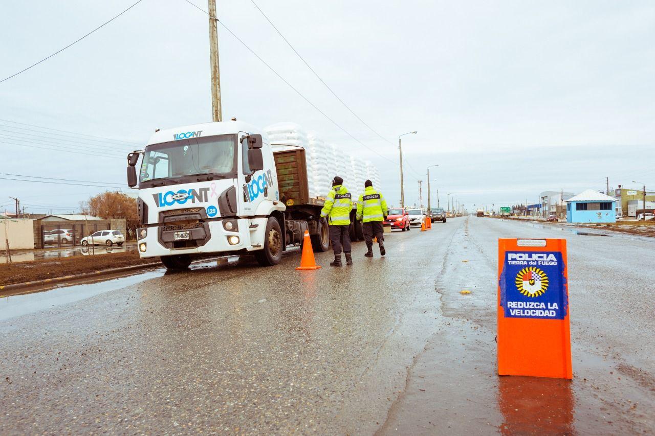 Restringen la circulación del transporte pesado en la ruta 3 de día ante el flujo turístico invernal