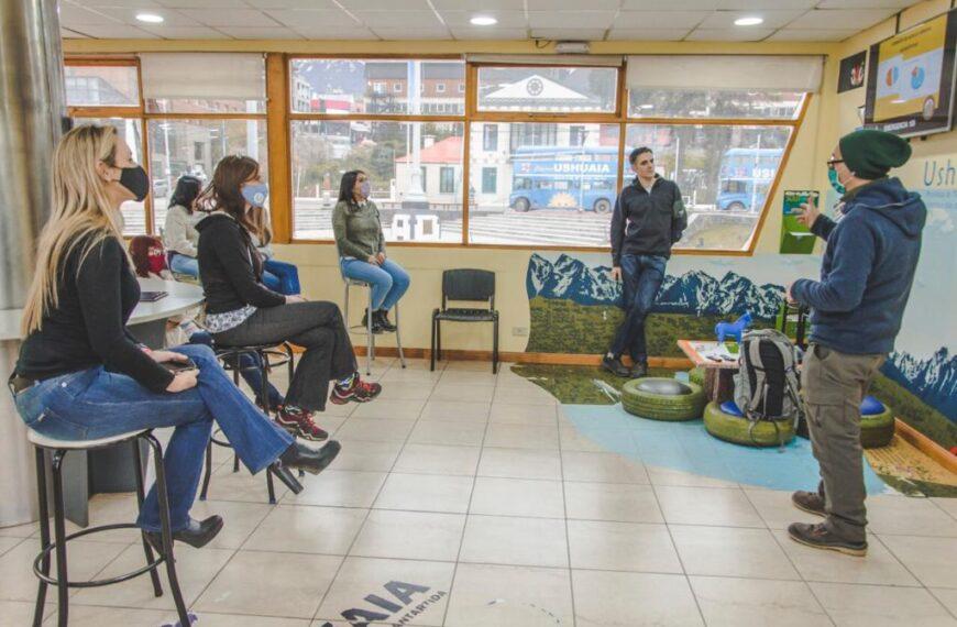 Turismo de Ushuaia se capacitó en prevención de accidentes en trekking, para asesorar a turistas