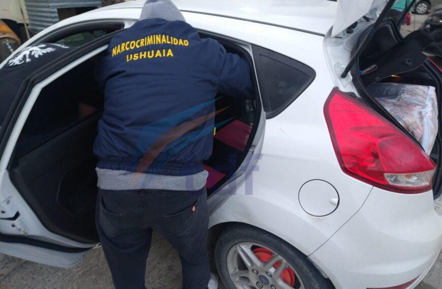 Dos personas detenidas por estafar con dólares falsos